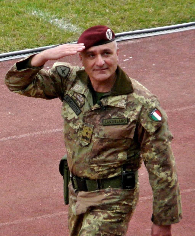 Il Generale Rosario Castellano (il saluto).