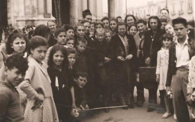 Pellegrinaggio al Santuario di Pompei (anni '50)