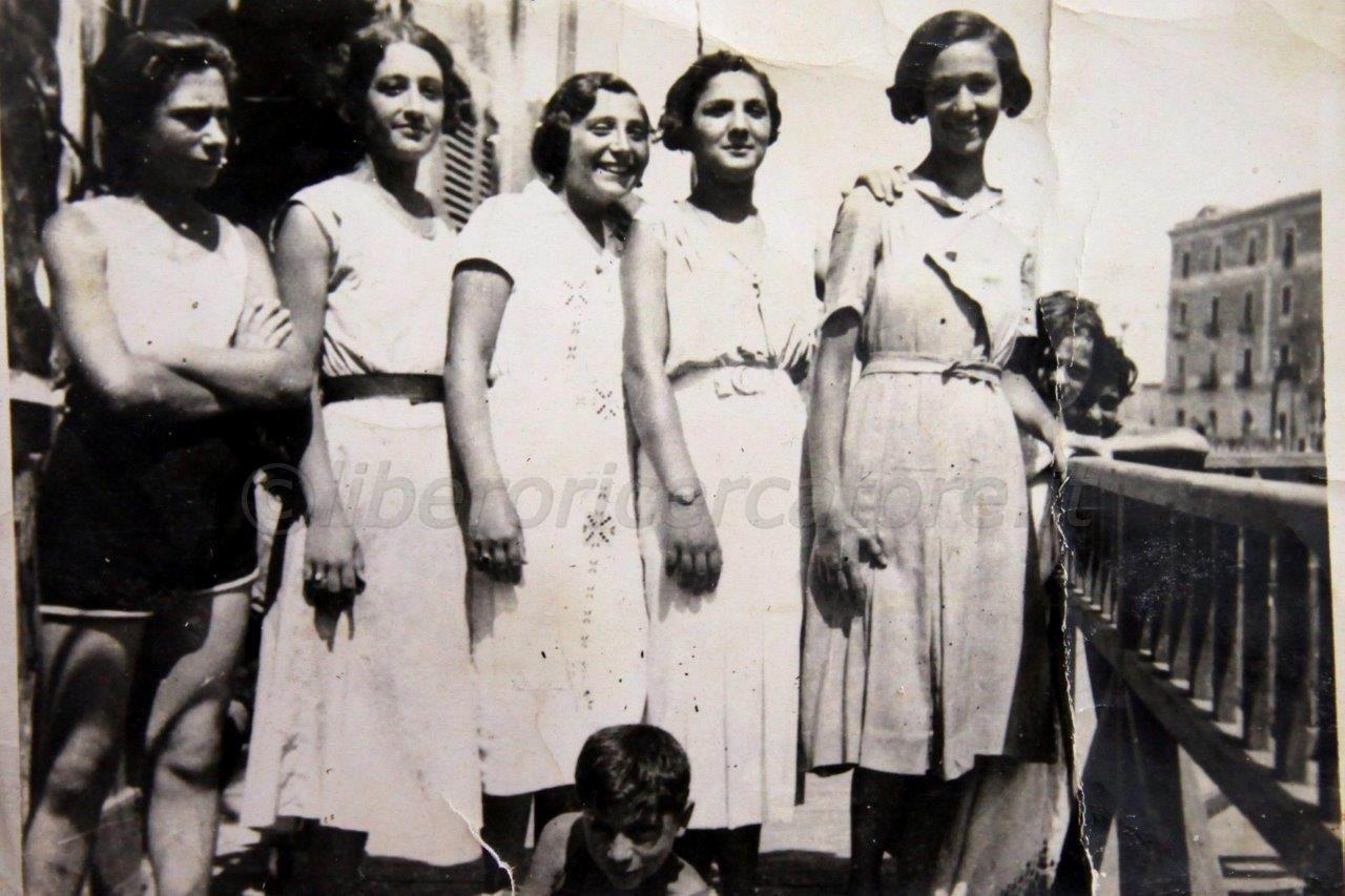 Bagnanti sul lungomare - inizio anni 30
