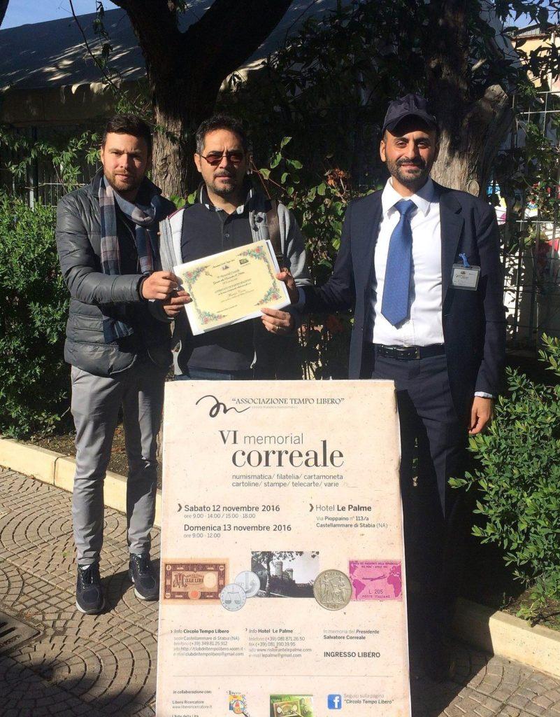 La consegna della pergamena (in foto Ugo Correale, Maurizio Cuomo ed Attilio Maglio)