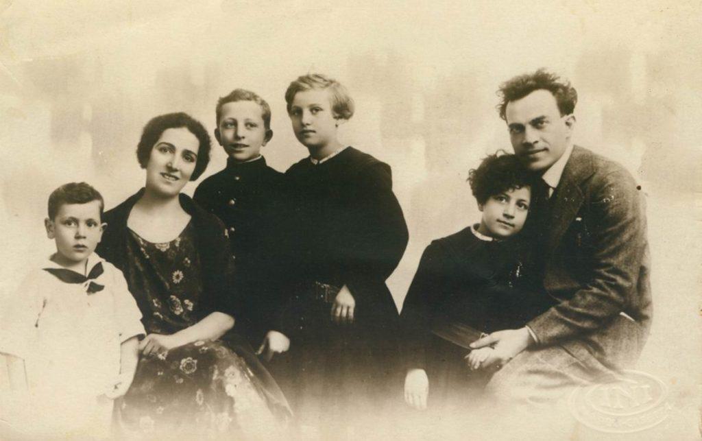 La famiglia di Viviani nel 1925 (foto tratta da wikipedia)