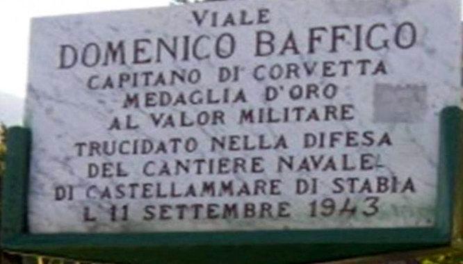 La lapide in memoria del Cap. Domenico Baffigo (foto Antonio Cimmino)