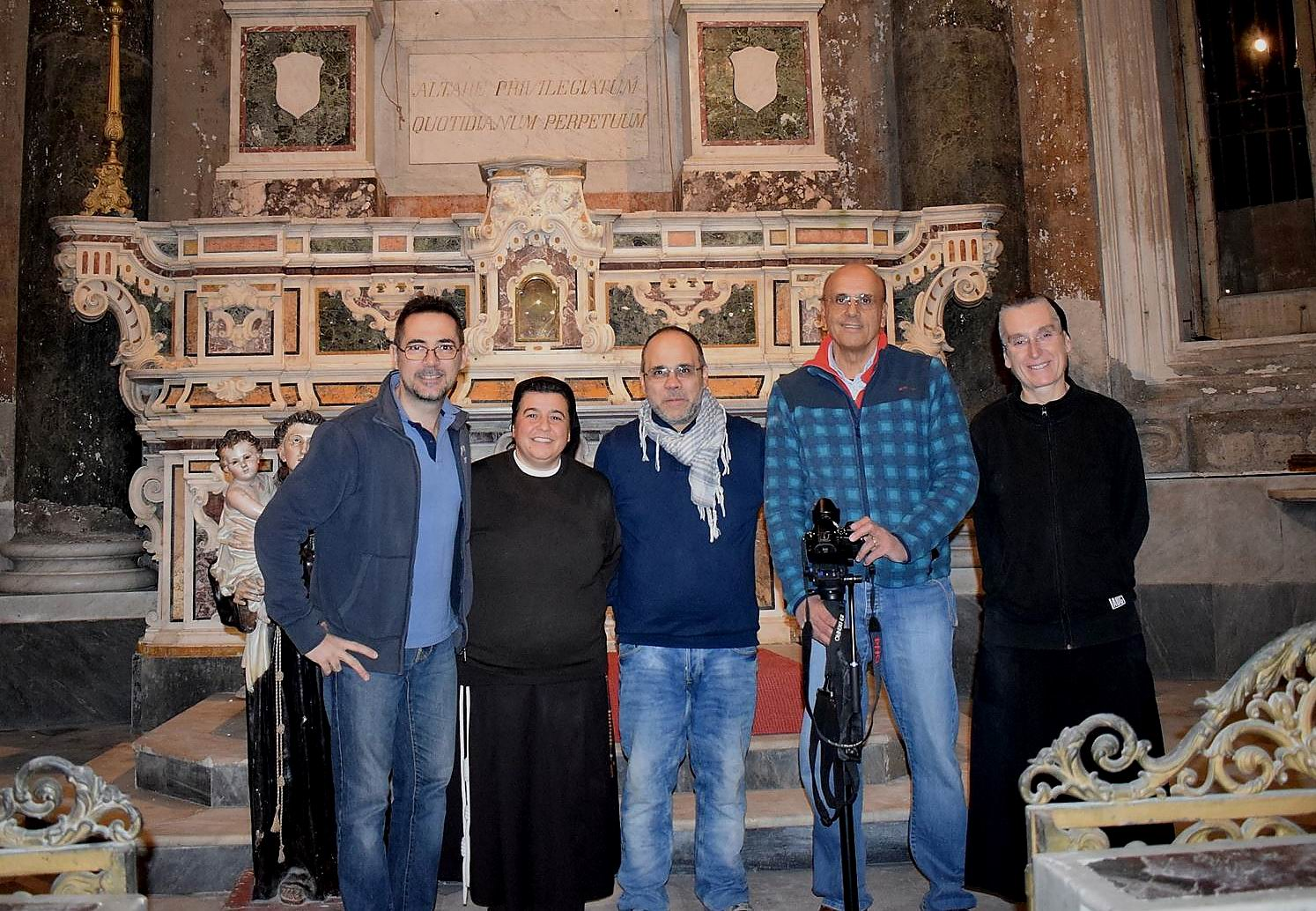 Parte della Redazione di liberoricercatore.it con Suor Lucia e Suor Gabriella (foto Lorenzo)