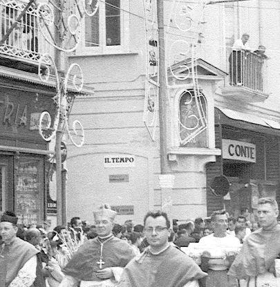 Immacolata e San Catello (durante una processione)