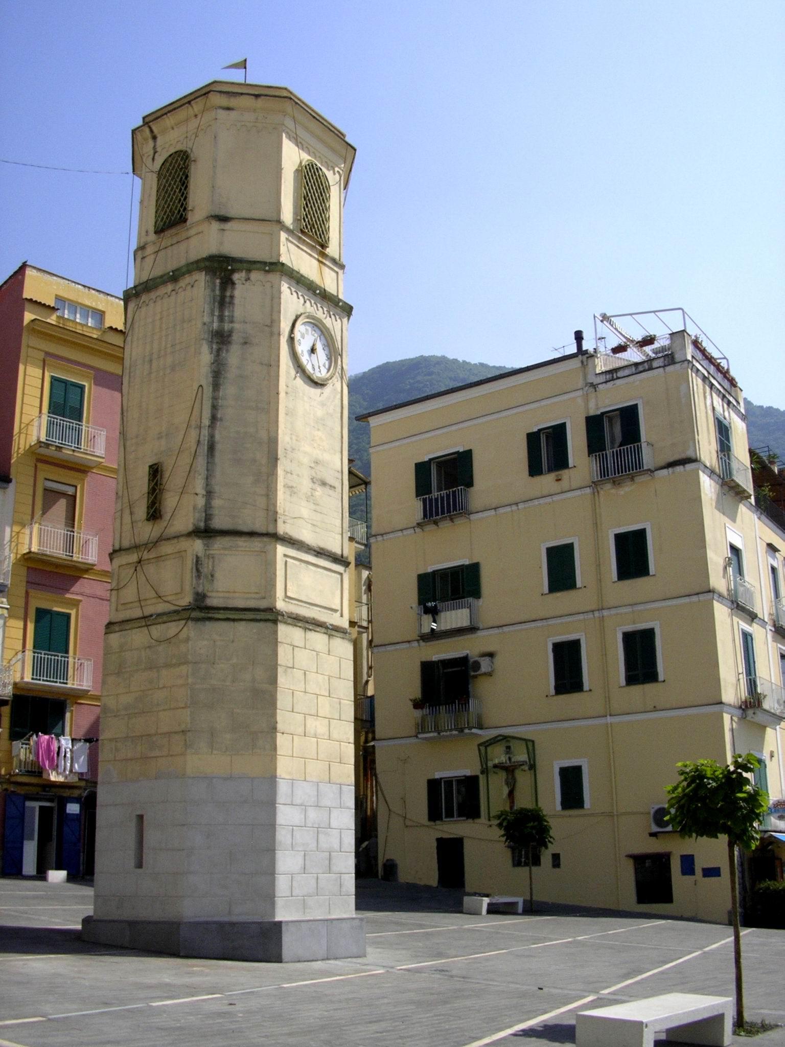 Piazza Orologio (foto Maurizio Cuomo)