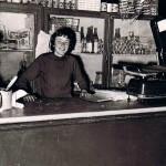 Emilia Paragallo nella salumeria della madre a Scanzano (Salumeria Martone)
