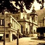 La piazza del Municipio con il vecchio ospedale civico