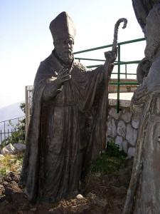 San Catello: particolare di scultura (posta all'entrata del Tempio di S. Michele Arcangelo - Monte Faito)