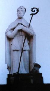 San Catello: la statua Santo Patrono (prima del restauro) posta dal 1840, sull'omonimo Arco (immagine tratta da: Guida ai monumenti di Castellammare di Stabia di Pierluigi Fiorenza).