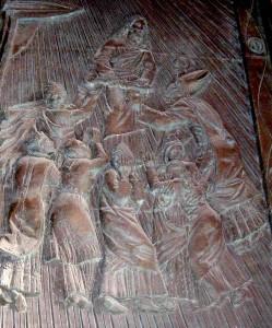 San Catello: particolare della porta centrale in bronzo donata dalla Banca Stabiese (opera dello scultore fiorentino Antonio Berti - 1985).