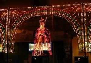 San Catello: composizione di luminarie del Santo Patrono stabiese.
