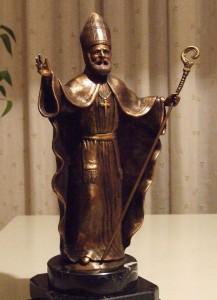 San Catello: bronzetto dell'artista stabiese Umberto Cesino, la cui fusione è stata eseguita dalla rinomata fonderia Arte 2000 di Nola.