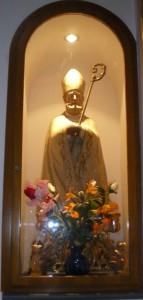 Statua di San Catello venerata nella chiesa di Maria SS. del Carmine (foto/segnalazione del dott. Tullio Pesola)