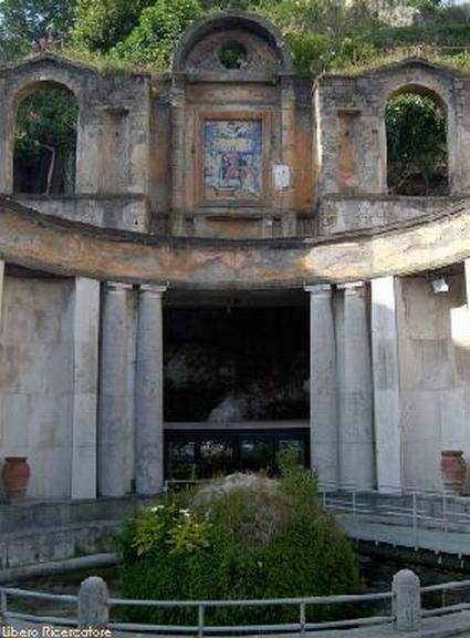 Fontana Grande (foto M. Cuomo).