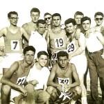 1957 atleti stabiesi al San Marco... Atleti stabiesi al San Marco (1957): si distinguono (1° degli accovacciati) Beppe Cuomo (marciatore) ed Enrico Discolo (3° in piedi da sinistra)