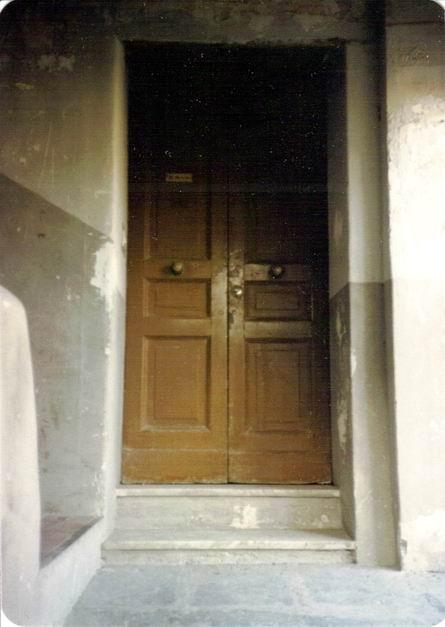 La porta d'ingresso a casa Cannavacciuoli