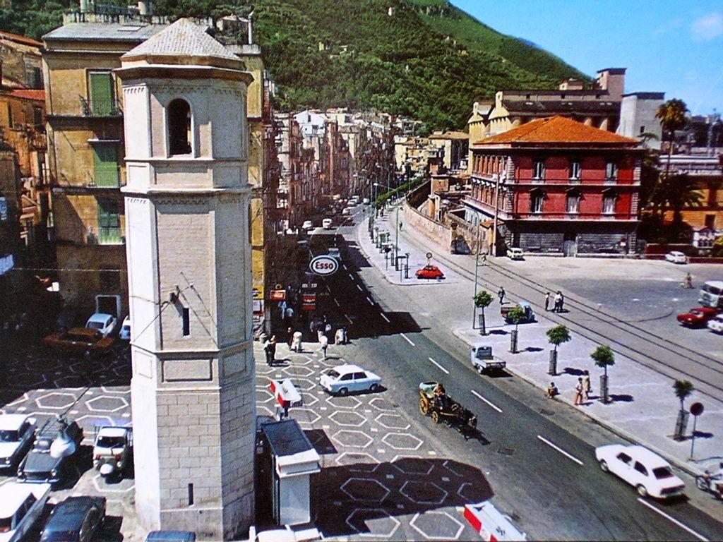Tiempe belle 'e 'na vota - Piazza Orologio cartolina di Giuseppe Zingone
