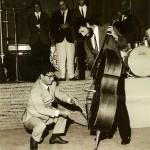 """Agosto 1967 (laghetto dei Cigni alle Nuove Terme): Beppe Cuomo con Gegé Di Giacomo (orchestra """"Riccardo Rauchi"""")"""