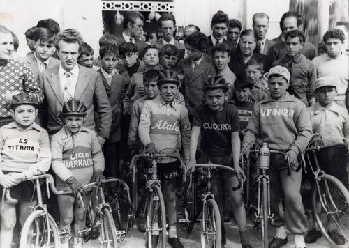 Anno 1951: foto di gruppo