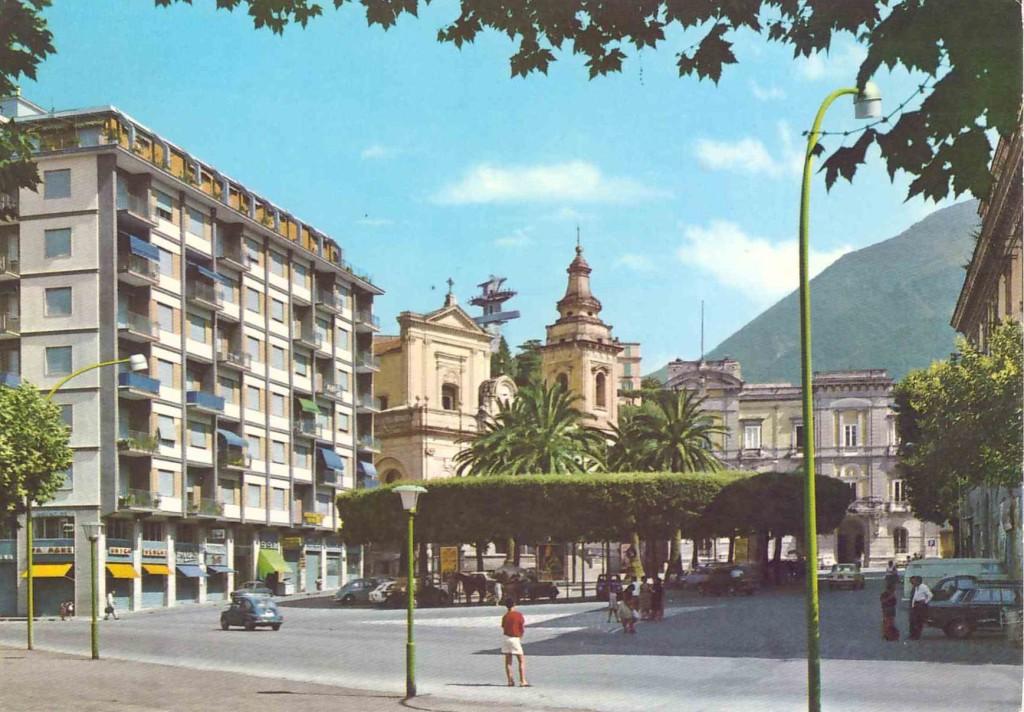 piazza municipio 15 fronte