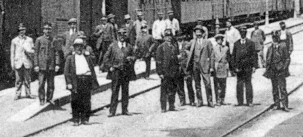 Anno 1910 - Ferrovieri nella stazione di Castellammare di Stabia (archivio liberoricercatore.it)