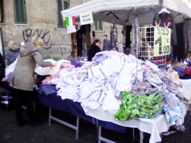 Il banco di panni in via Andrea Doria a Roma
