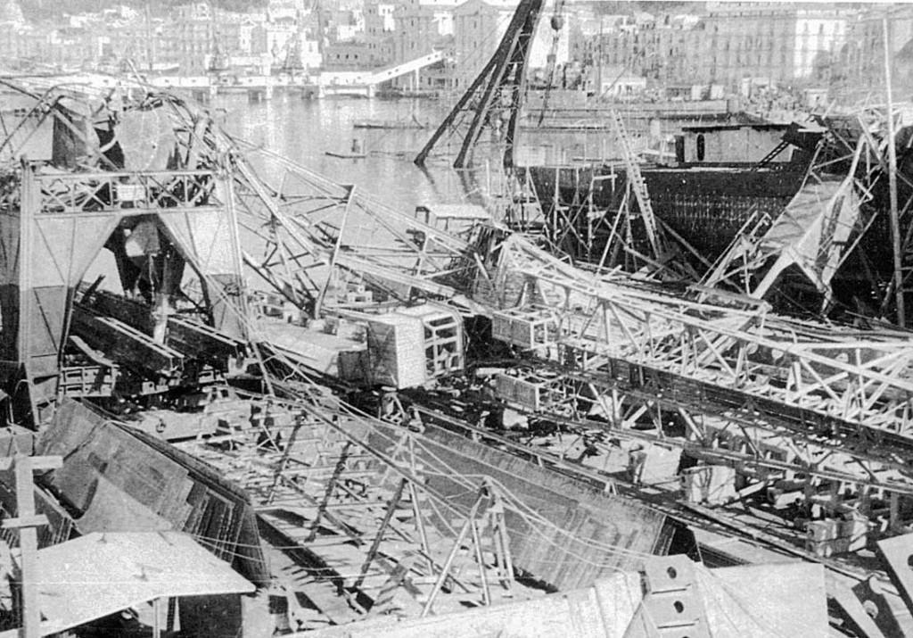 Cantiere navale di Castellammare (veduta d'insieme della distruzione)