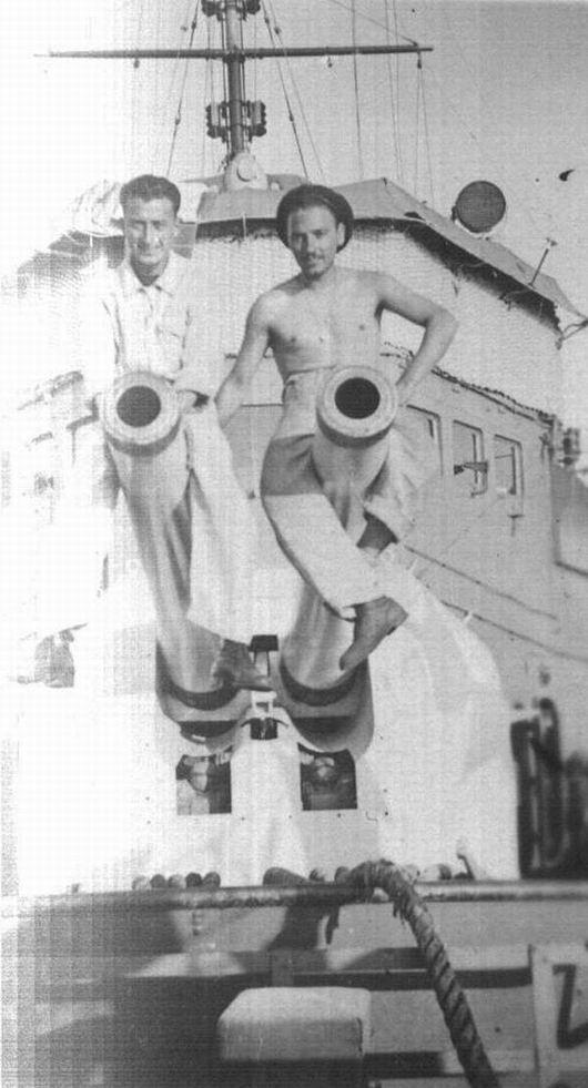 Coppola (a sinistra) sul cannone di prora