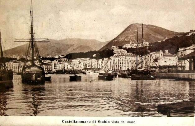 La banchina dell'Acqua della Madonna vista dal mare (cartolina d'epoca)