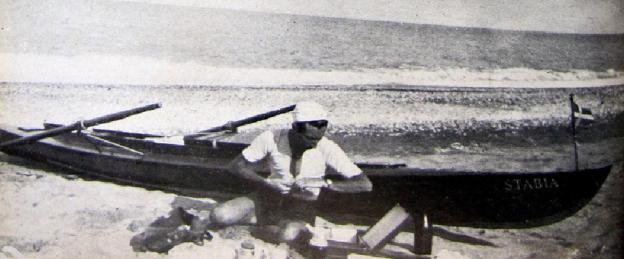 """Il capitano Vincenzo Sorrentino e la sua imbarcazione """"Lo Stabia"""" nella traversata Roma-Tripoli in canoa"""
