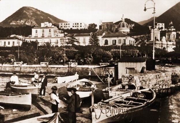 Pescatori stabiesi sulla banchina 'e zi' Catiello