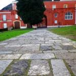 La retta via della storia e della tradizione