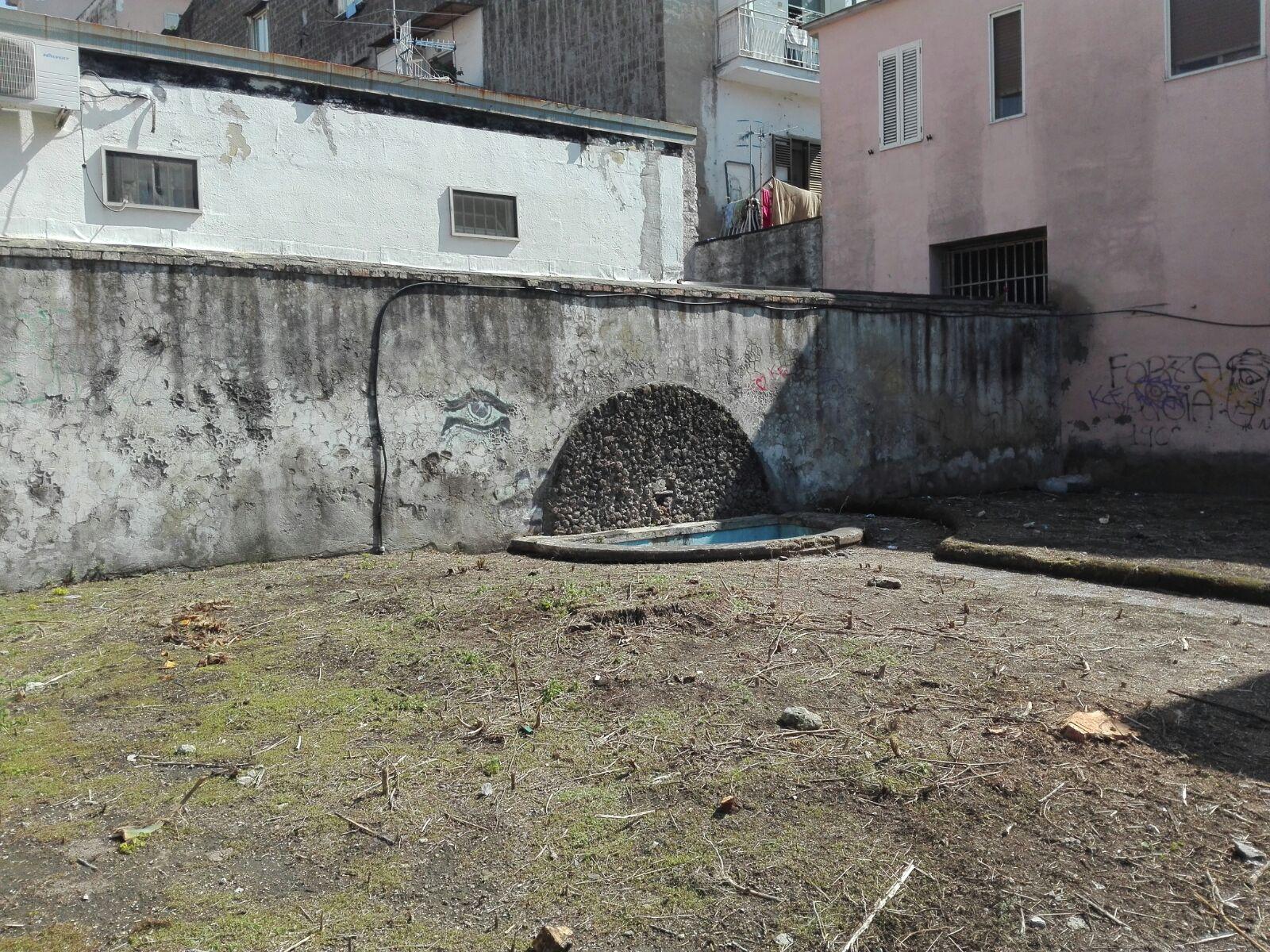 Aiuola ripulita (foto Gaetano Fontana)