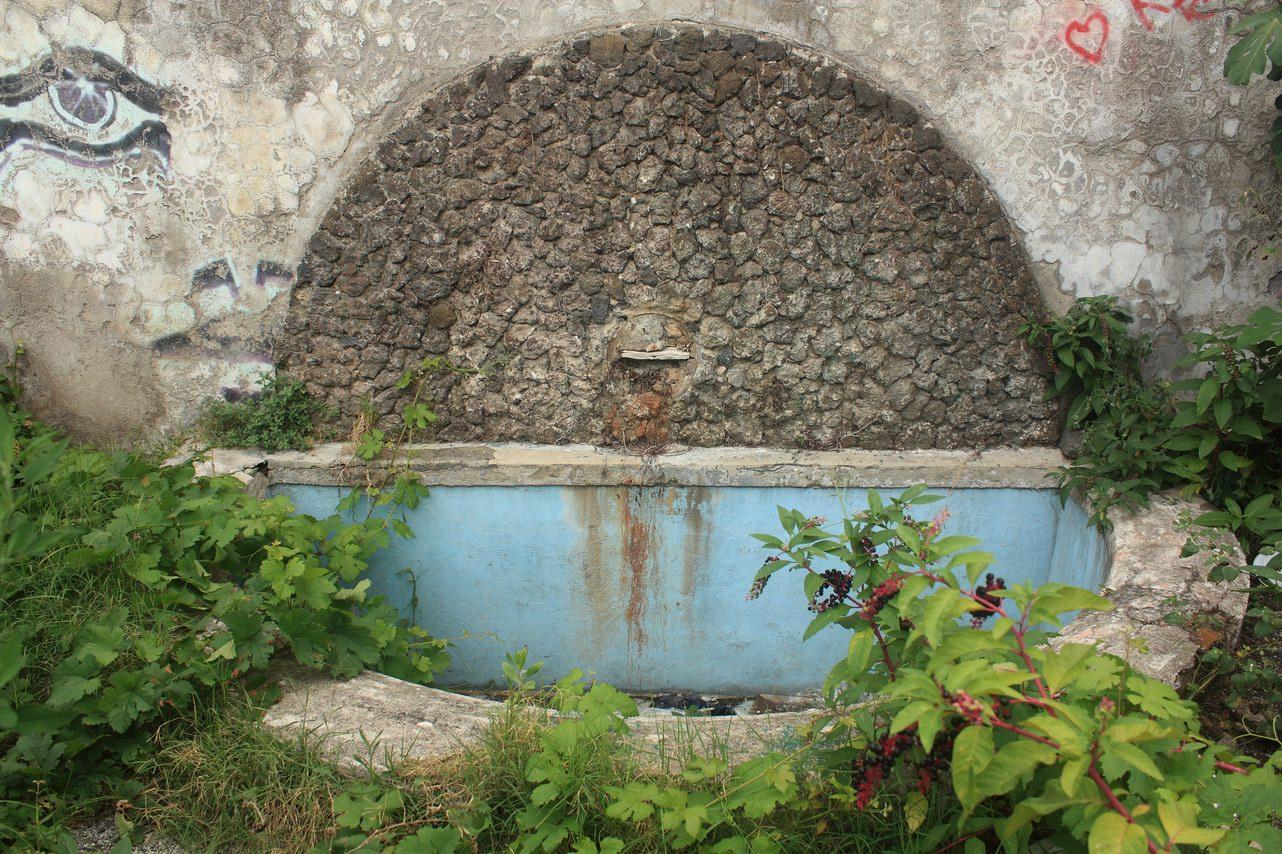 La fontana borbonica delle FF.SS. di Castellammare di Stabia (foto Maurizio Cuomo)