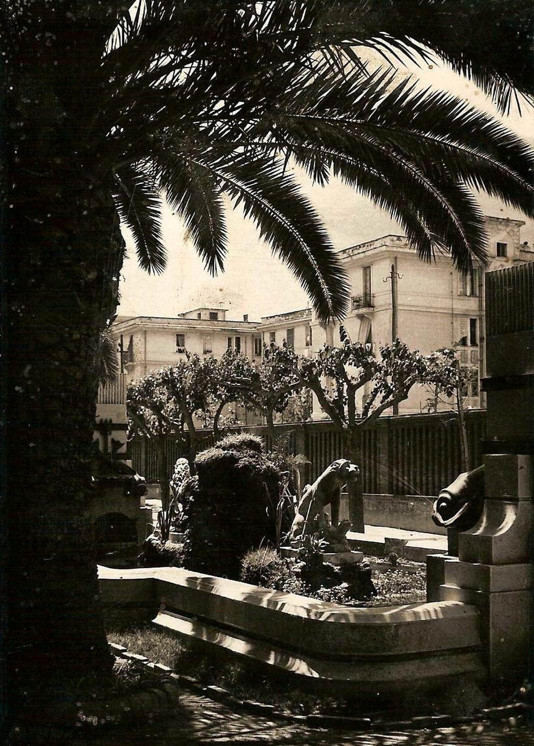 Anni '50: alcuni particolari dell'artistica fontana.