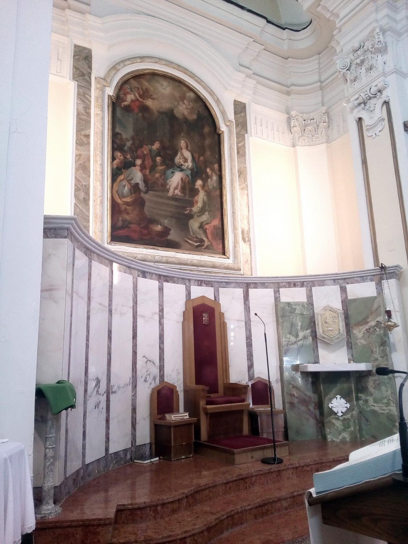 L'altare Maggiore e la sedia del Presbitero
