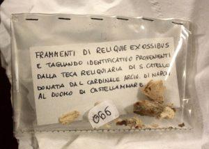 Frammenti ossei di San Catello giunti unitamente al reliquiario donato dal Cardinale di Napoli alla Concattedrale di Castellammare nel 2016 (foto Maurizio Cuomo)