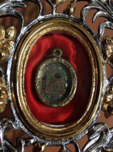 Particolare del reliquiario conservato nella chiesa di San Michele a Scanzano (si ringrazia Don Enzo per il prezioso contributo - foto Maurizio Cuomo)