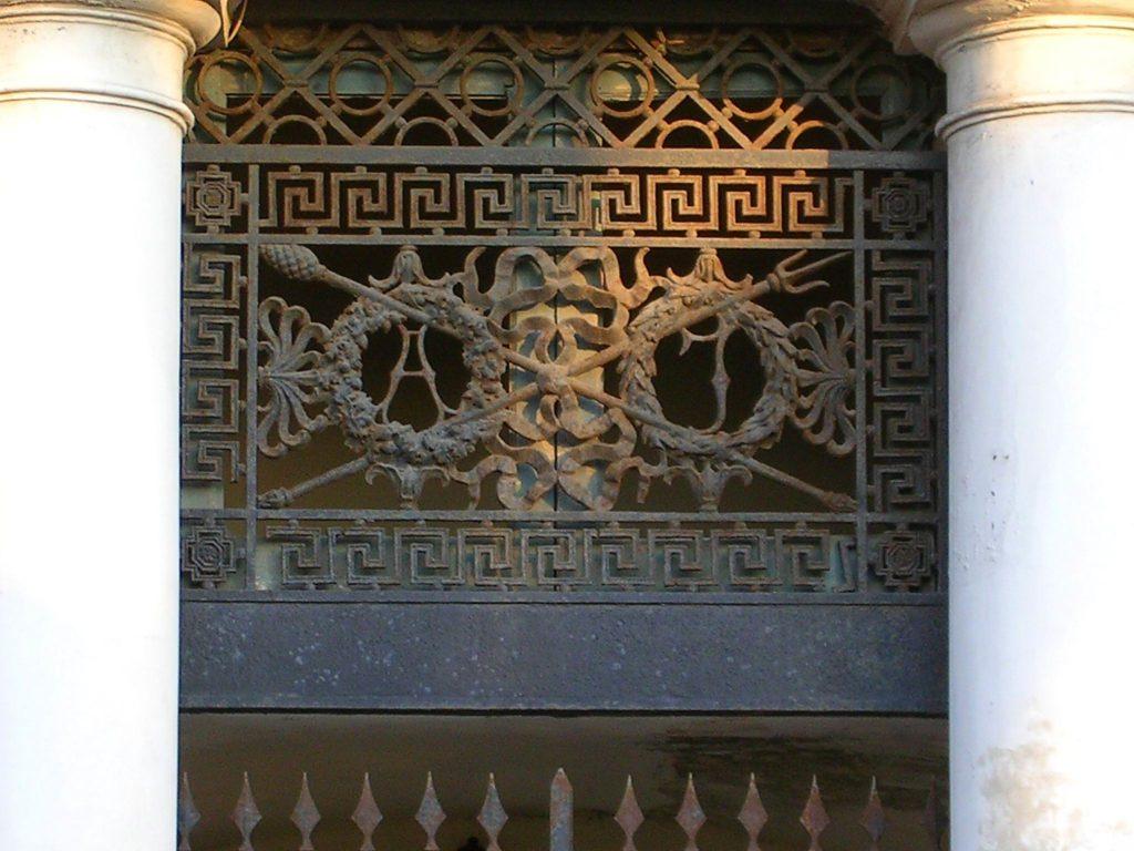 Albergo Imperiale - particolare dell'acronimo, anno 2008 (foto Bonuccio Gatti)