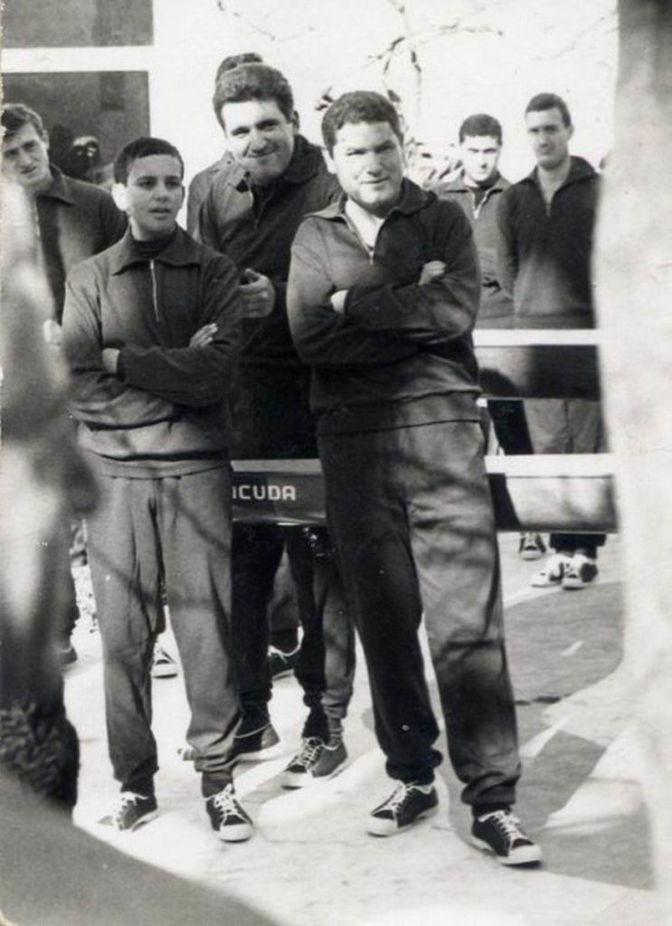 Anno 1968 - inaugurazione Barracuda - Corrado Di Martino, Gaetano Nastro e Ciccio Cesarano nel cortile del Circolo Nautico Stabia