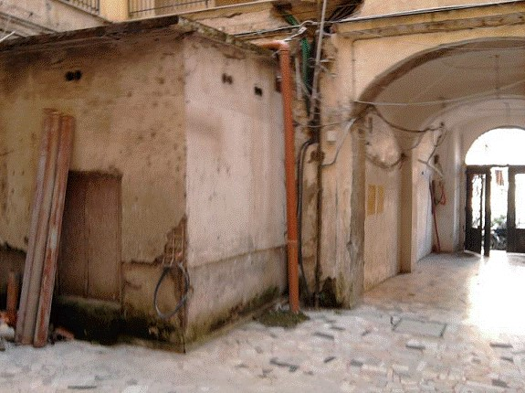 Androne del palazzo (foto dott. Tullio Pesola)