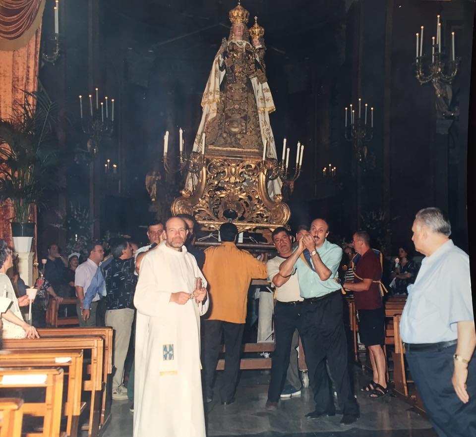 La Madonna del Carmine portata a spalla