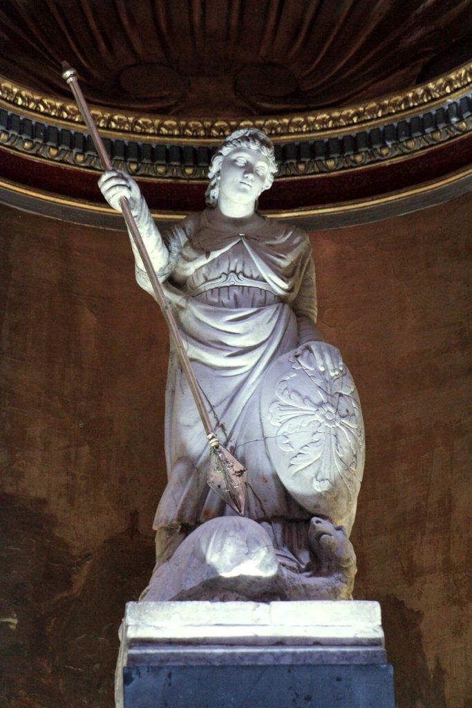 l'Antichissima statua di san Michele (foto Maurizio Cuomo)
