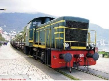 Il treno in villa comunale (foto Maurizio Cuomo)