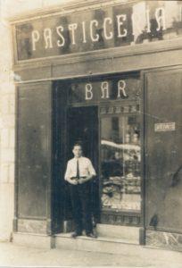 Ingresso al bar pasticceria (foto di proprietà di Rosalba Spagnuolo)