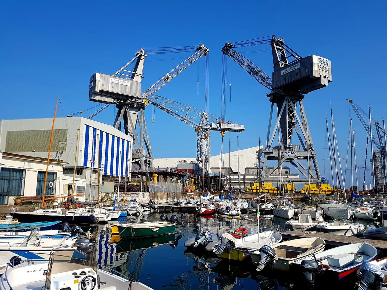 L'ombelicale rapporto dell'uomo e il mare... cresce una nave nel cantiere di Castellammare