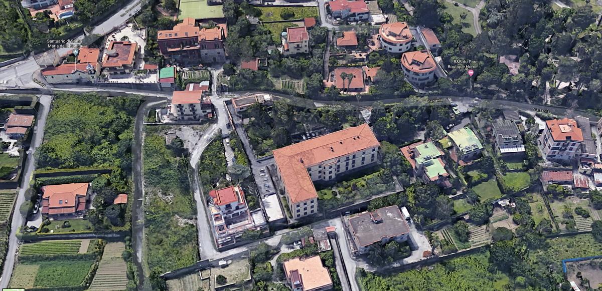 Al centro dell'immagine Palazzo (Villa) Acton a Castellammare