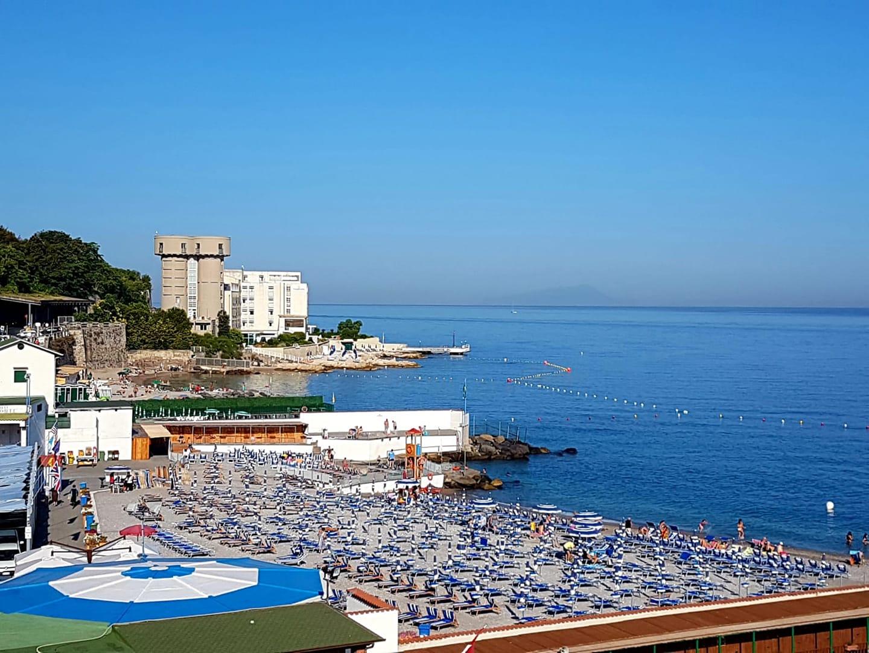 La piccola città e il mare. Azzurro stabiese