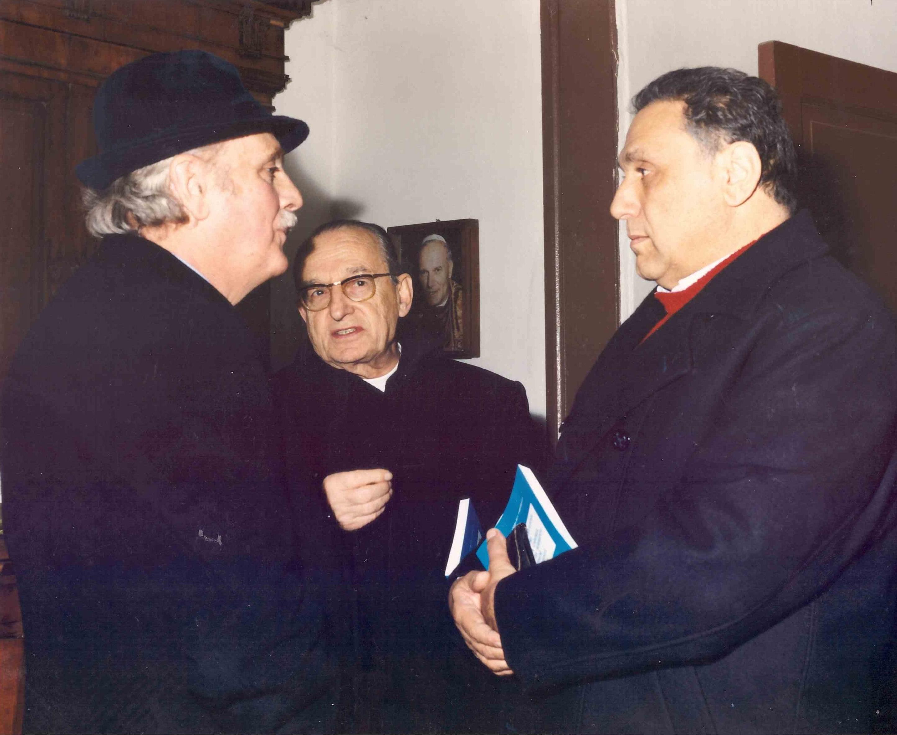 Anno 1992 - il dott. Giovanni Celoro Parascandolo, donReschigg e l'avv. Cannavale (foto gentilmente concessa dall'avv. Enzo Cannavale)