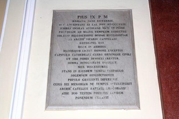 Lapide Pius IX - Cattedrale di Castellammare di Stabia (foto Maurizio Cuomo)